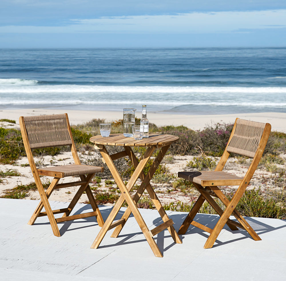 table de jardin et 2 chaises en acacia massif 2 personnes. Black Bedroom Furniture Sets. Home Design Ideas