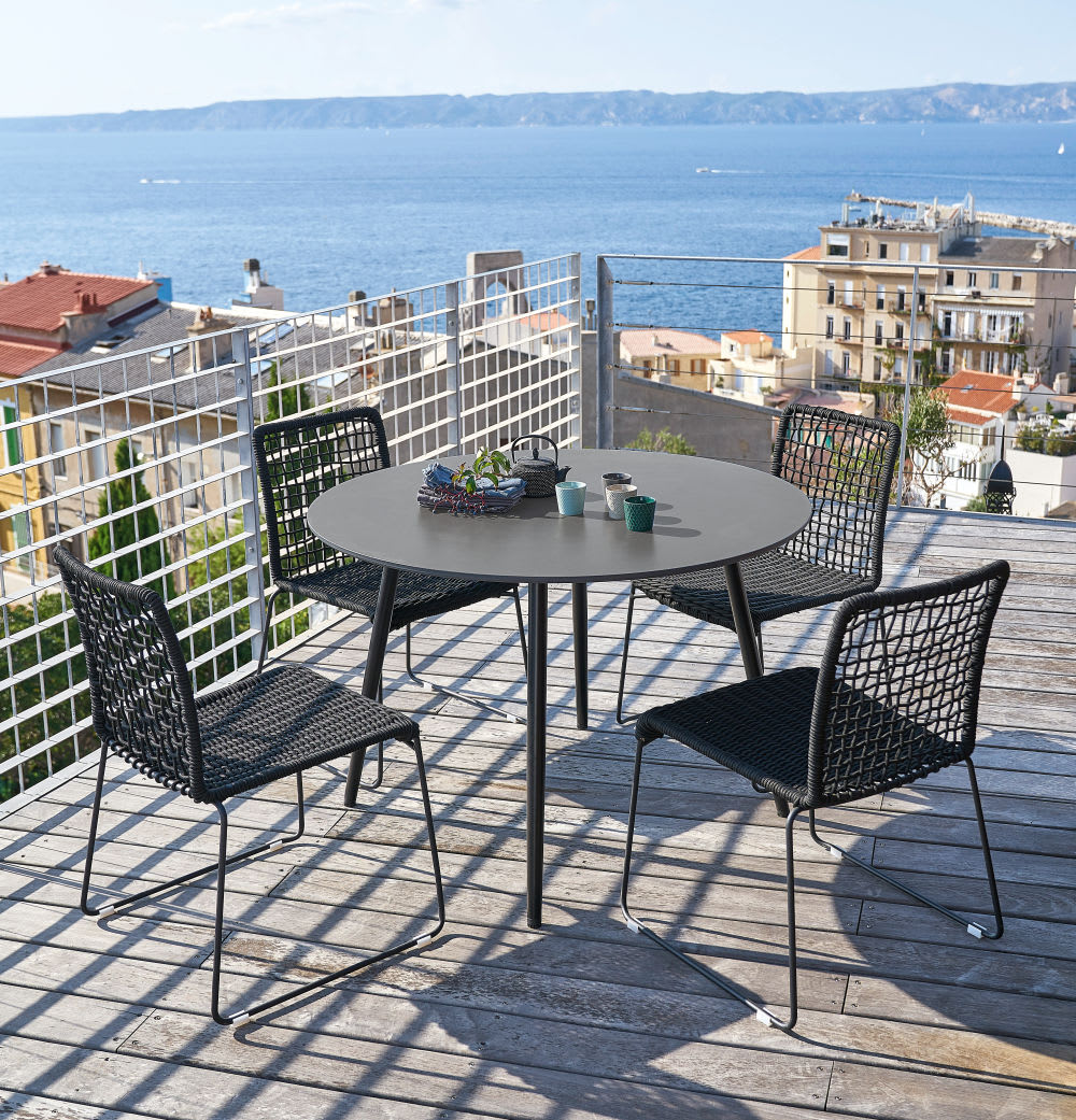 Table de jardin ronde en b ton gris anthracite 5 personnes d110 nouba maisons du monde - Table jardin beton ...