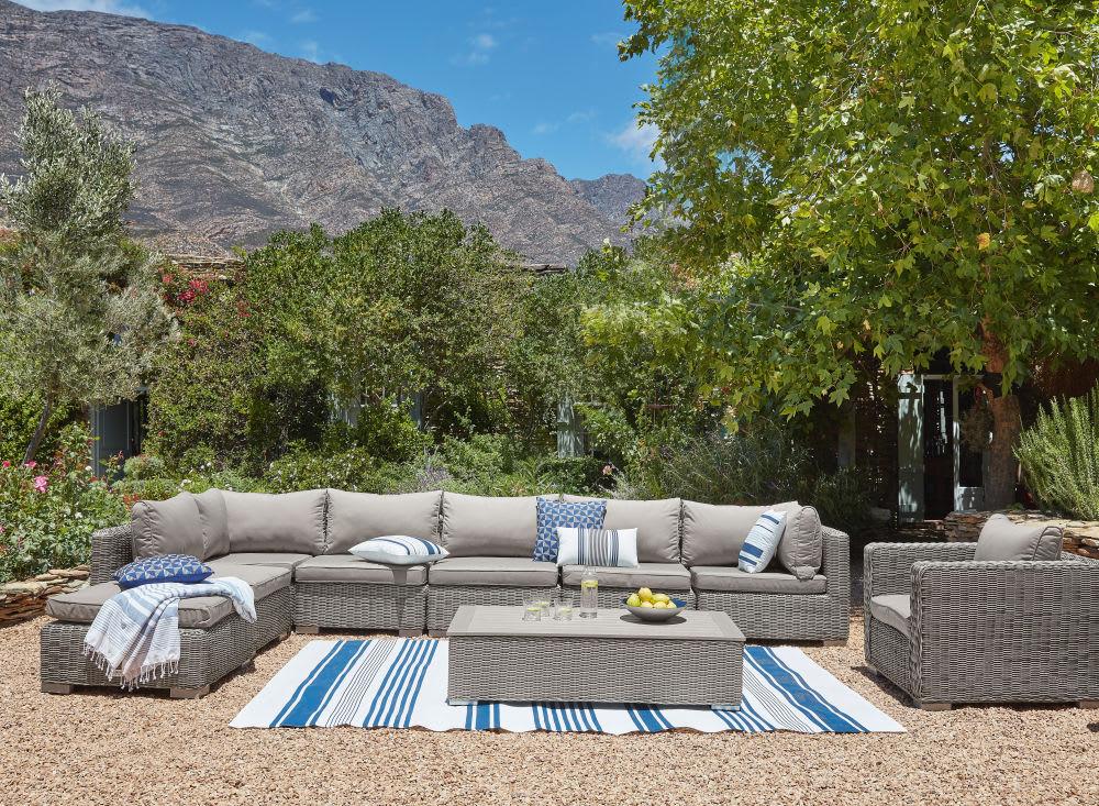 tapis d 39 ext rieur cru motifs rayures bleues 120x180. Black Bedroom Furniture Sets. Home Design Ideas