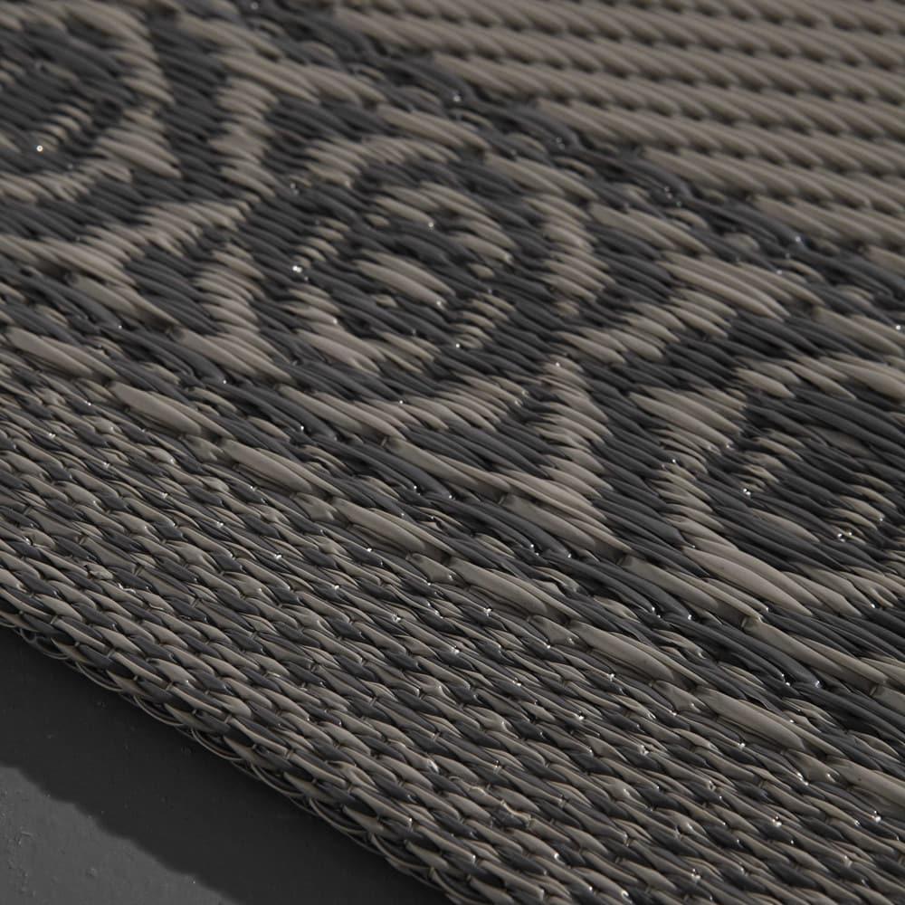 tapis d 39 ext rieur en polypropyl ne gris 120x180 ibiza maisons du monde. Black Bedroom Furniture Sets. Home Design Ideas