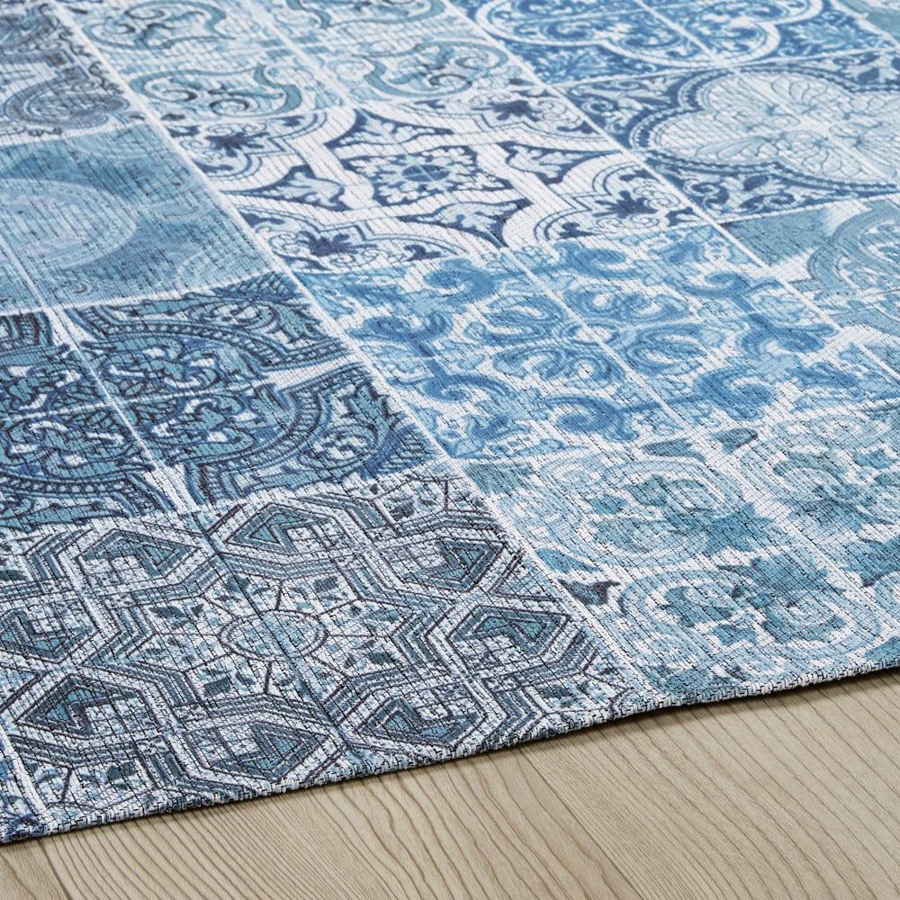 tapis en tissu motifs carreaux de ciment bleus 155x230cm capri maisons du monde. Black Bedroom Furniture Sets. Home Design Ideas
