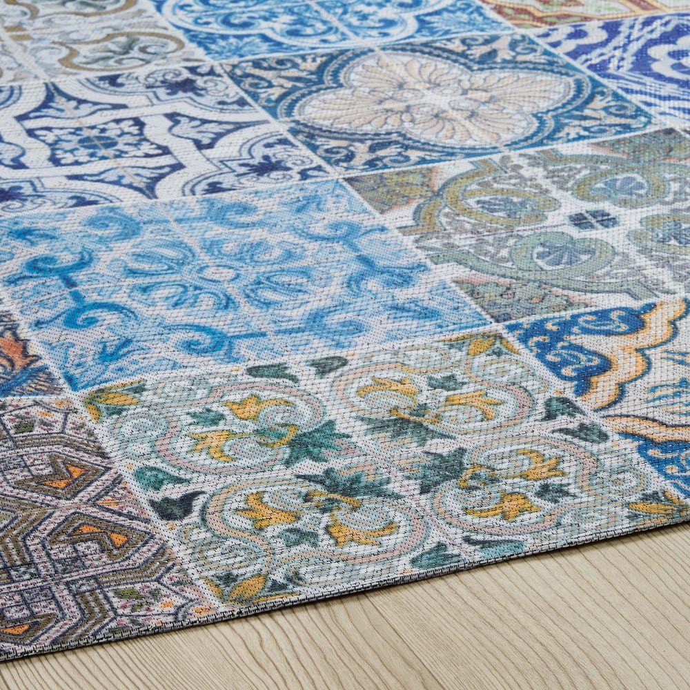 tapis en tissu motifs carreaux de ciment multicolores. Black Bedroom Furniture Sets. Home Design Ideas