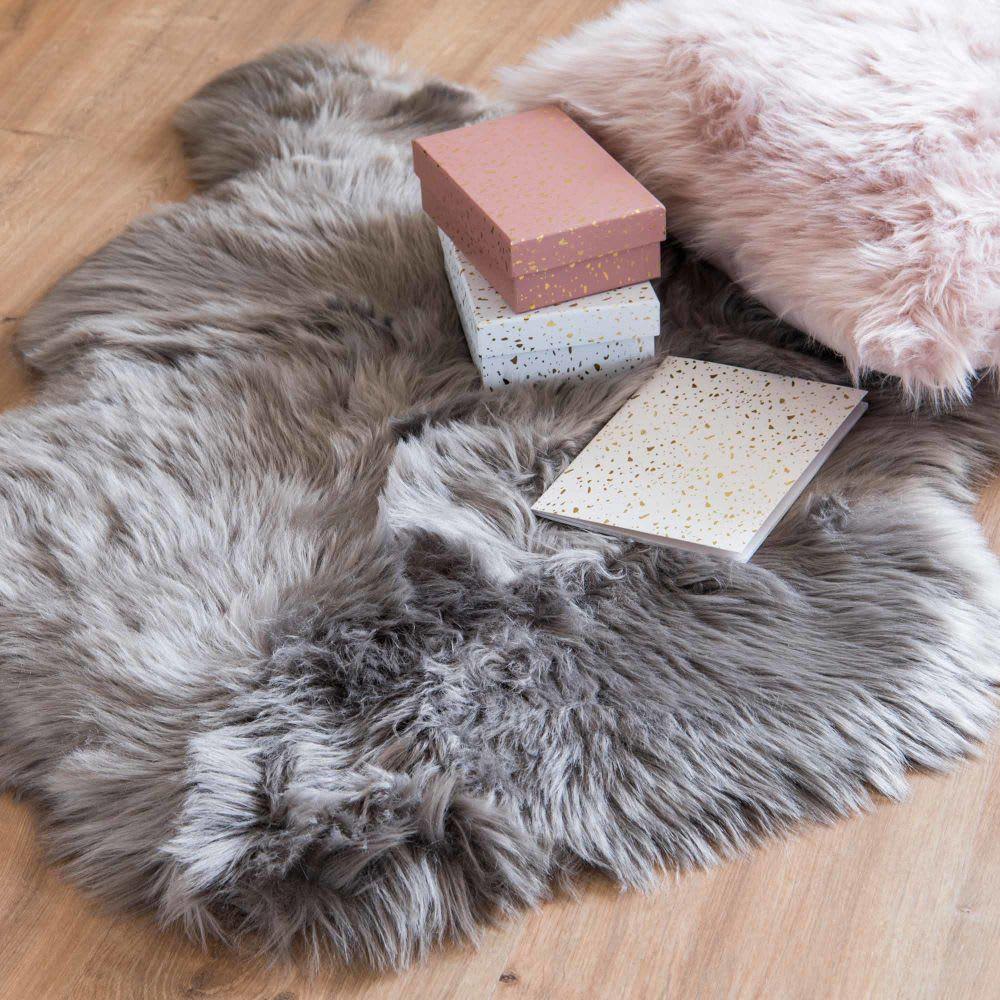 tapis imitation fourrure grise 60x90 maisons du monde. Black Bedroom Furniture Sets. Home Design Ideas