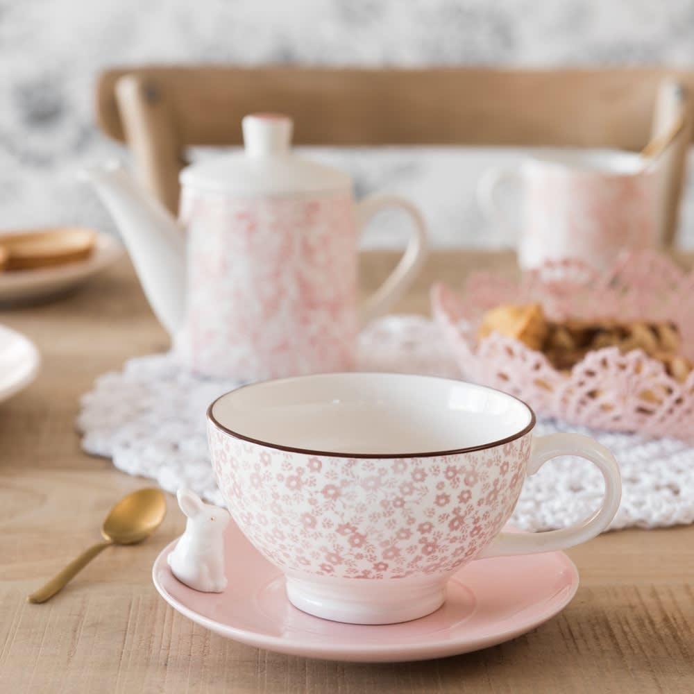 tasse et soucoupe en porcelaine rose motif floral rose maisons du monde. Black Bedroom Furniture Sets. Home Design Ideas