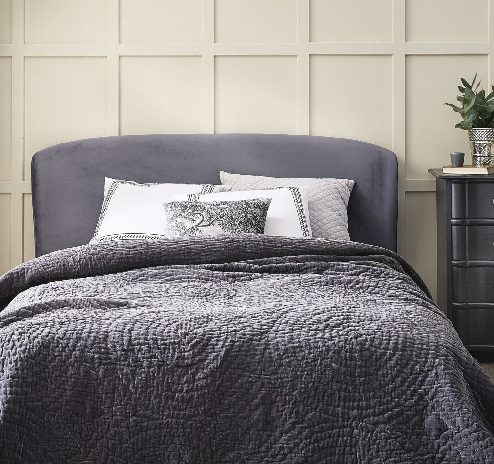 t te de lit 160 en velours gris tara maisons du monde. Black Bedroom Furniture Sets. Home Design Ideas