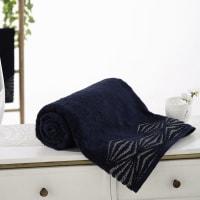 Badhanddoek in nachtblauw katoen met zilveren motieven 100x150 Santa Barbara