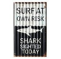 Dekoplatte aus schwarz-weißem Metall Surfing