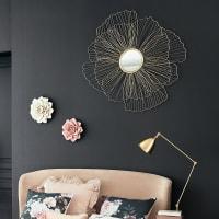 Spiegel Blume mit goldfarbenem Metalldraht-Rahmen 110x107 Flora