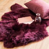Tappeto in pelliccia ecologica melanzana, 60x90 cm