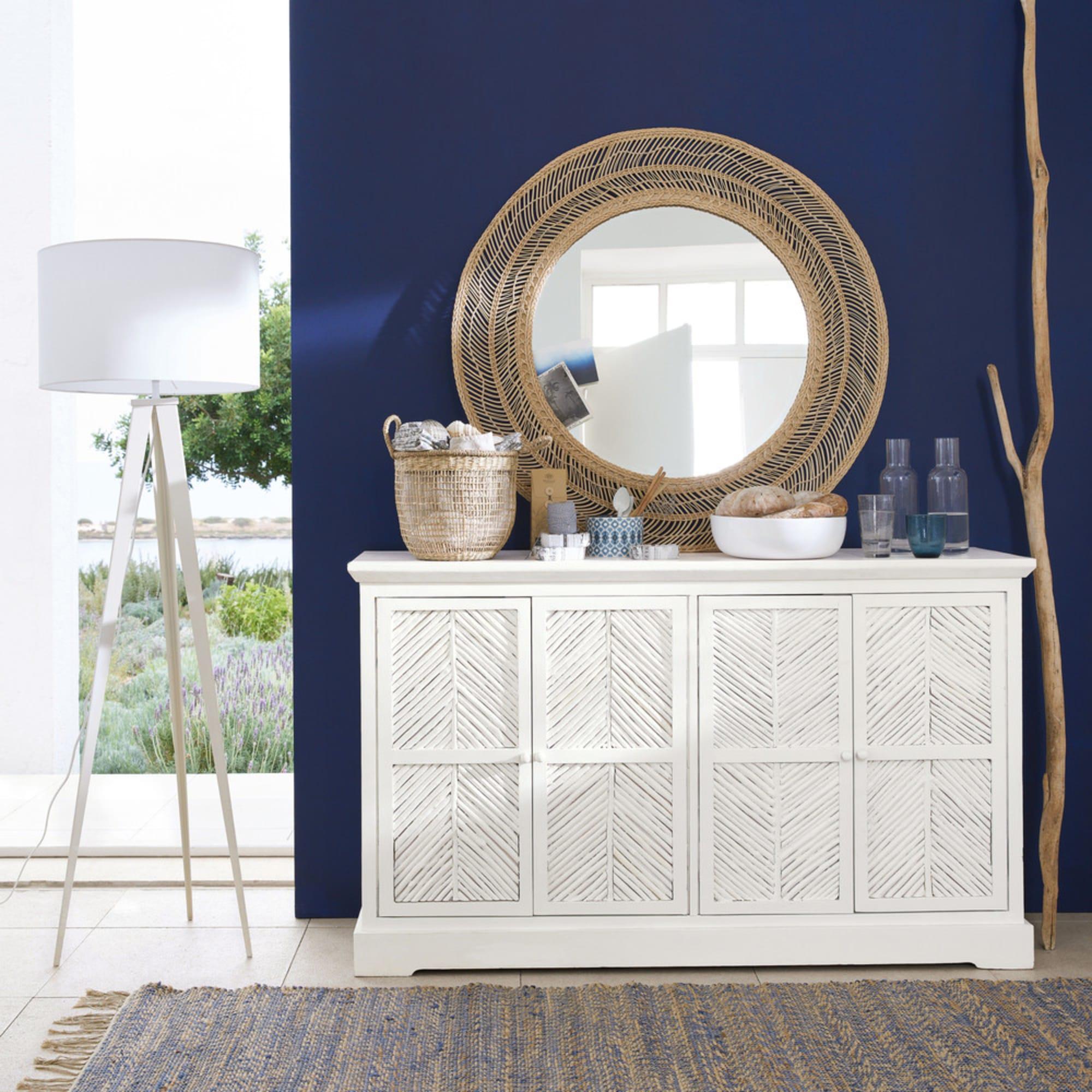 Grand mur classic blue avec du blanc et des matières naturelles