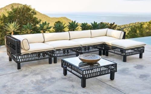 Angle de canapé de jardin en résine tressée noire et toile blanche