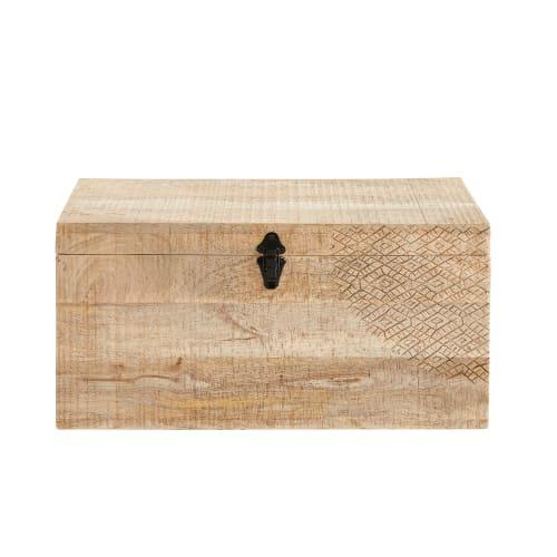 Baú de madeira de mangueira esculpida à mão