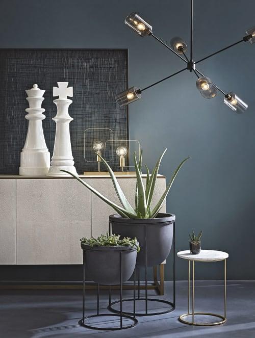 Beistelltisch aus Marmor und Metall, mattgold | Maisons du Monde