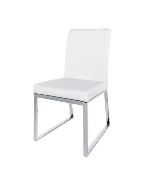 Chaise blanche en métal chromé