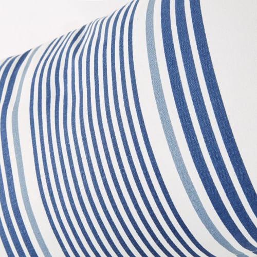 Cuscino da esterno in cotone écru con motivi a righe blu, 30x50 cm