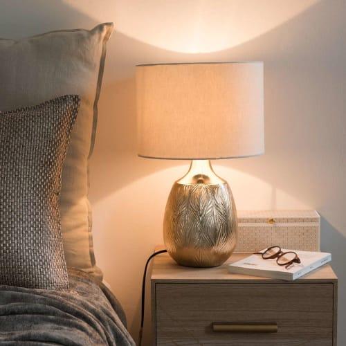 Lampada in ceramica dorata con foglie impresse e paralume écru | Maisons du Monde