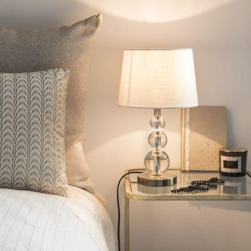 Lampada in metallo e vetro con paralume bianco   Maisons du Monde