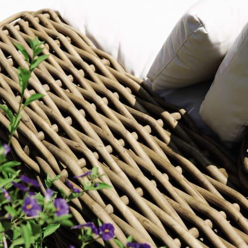 Méridienne de jardin en rotin et coussins écrus