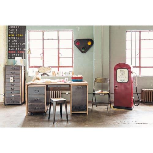 Möbel im Zapfsäulen-Design aus Metall, B 51 cm, rot