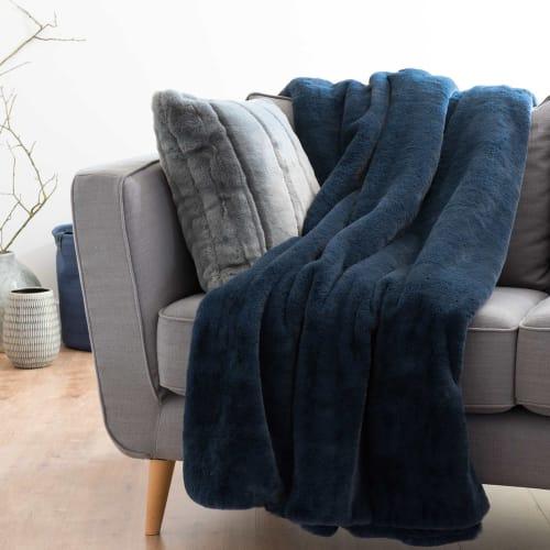 Plaid imitation fourrure bleu indigo 9x9  Maisons du Monde
