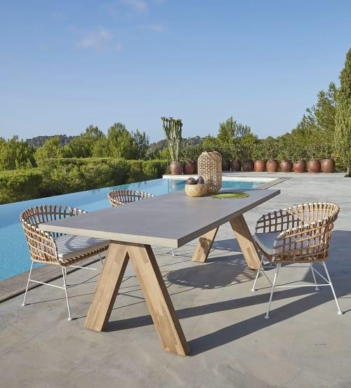 Tavoli Da Giardino In Cemento.Tavolo Da Giardino In Composito Effetto Cemento E Acacia Massello