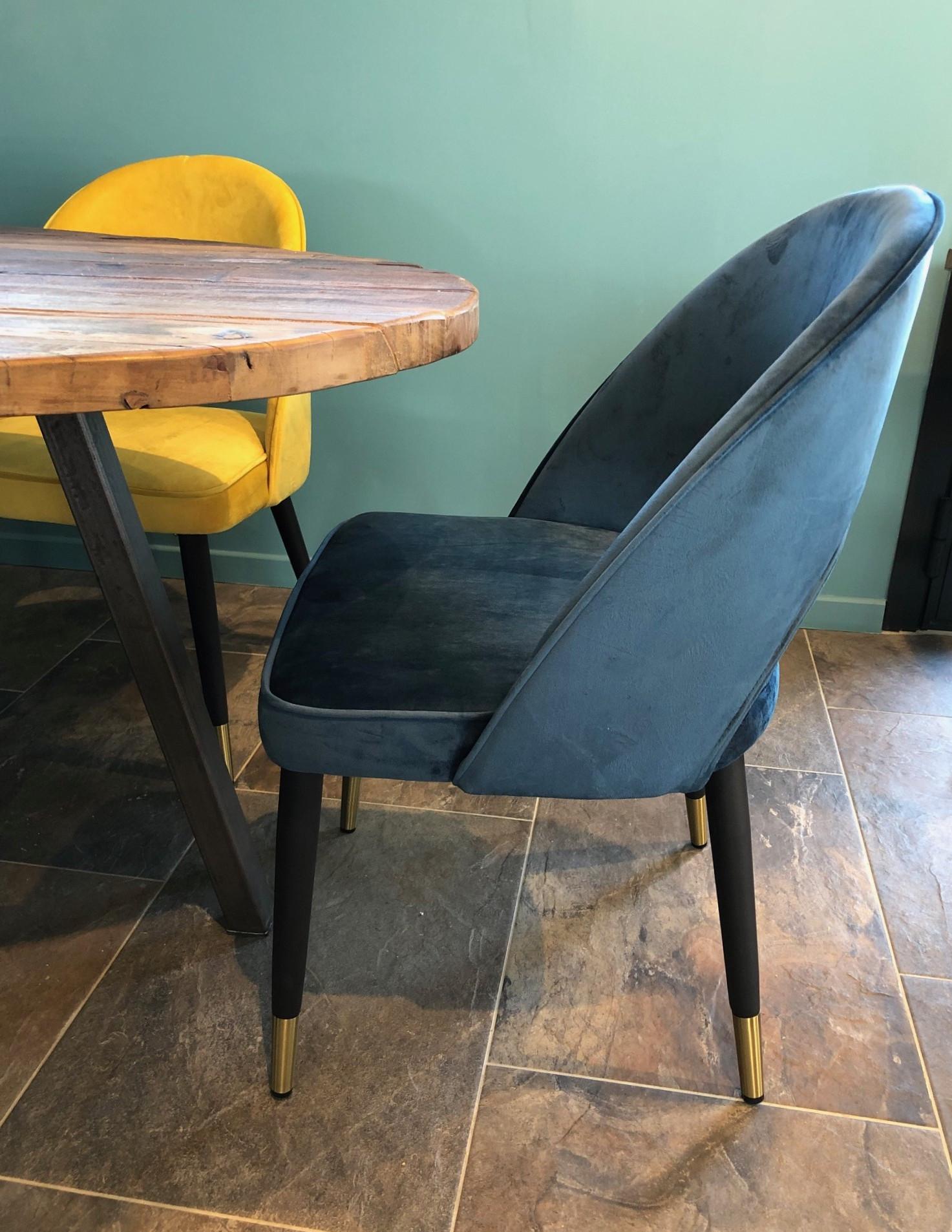 Chaise de salle a manger en velours bleu