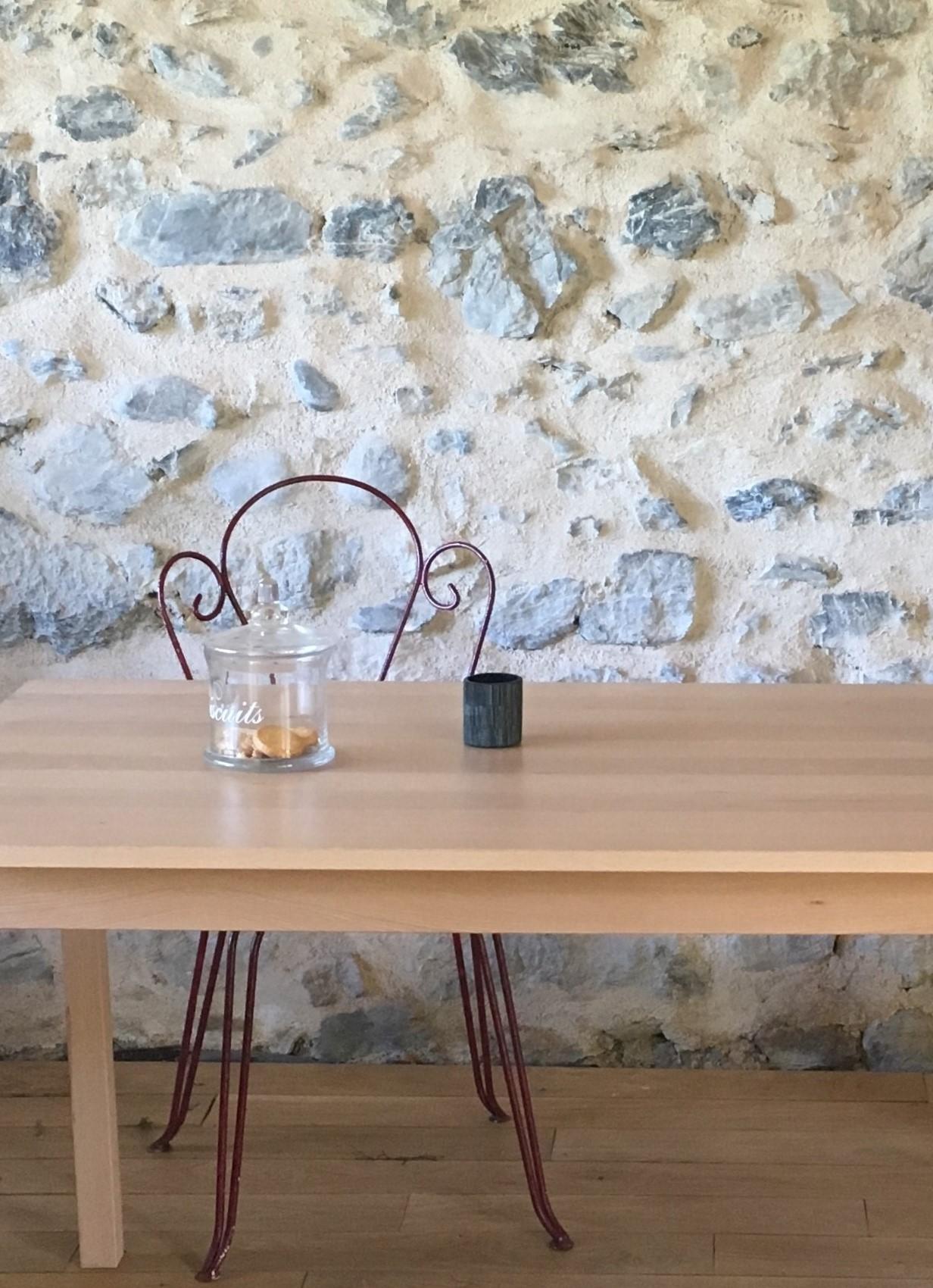Table en bois massif de hêtre des Pyrénées,  plateau 120x80 cm