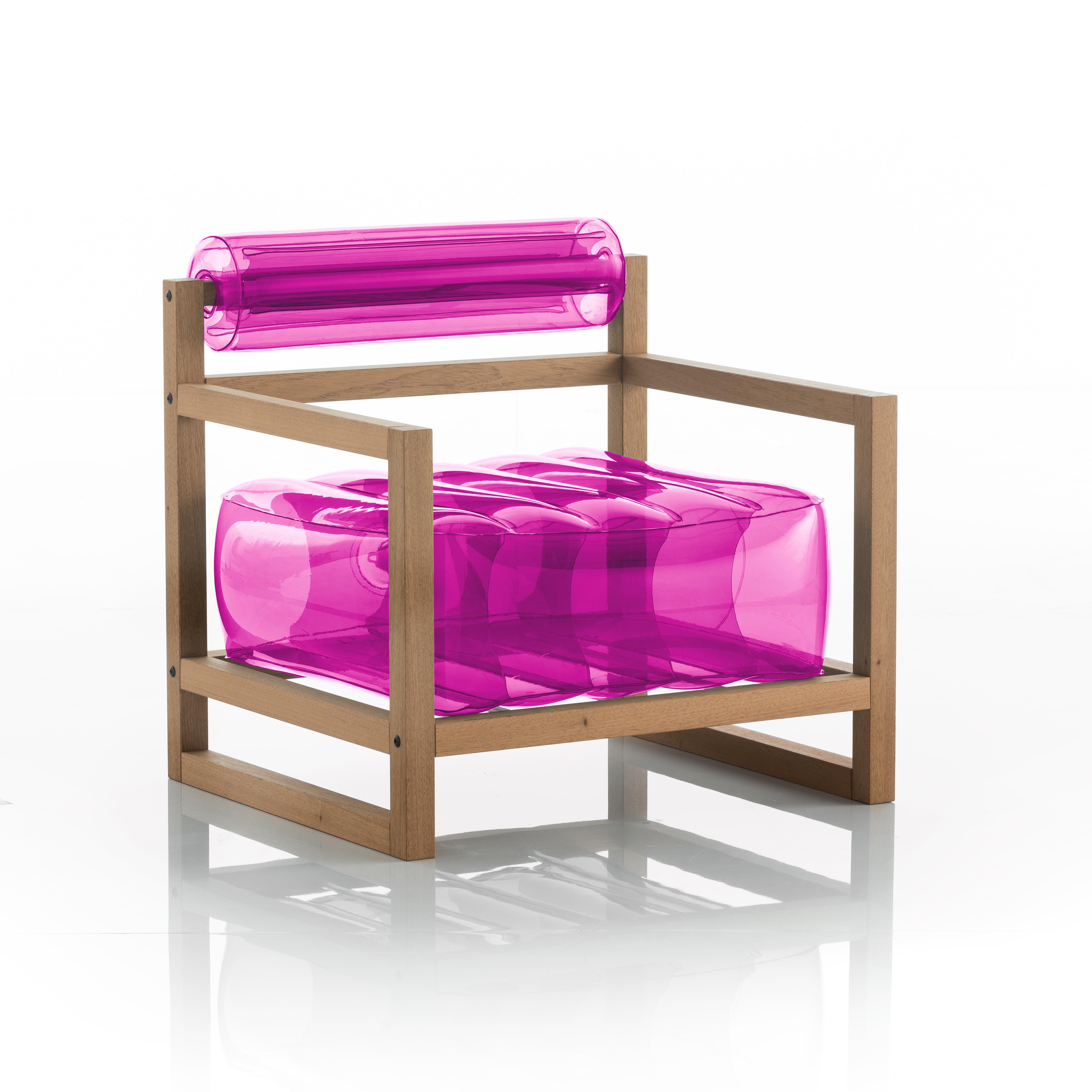 Fauteuil rouge opaque cadre bois