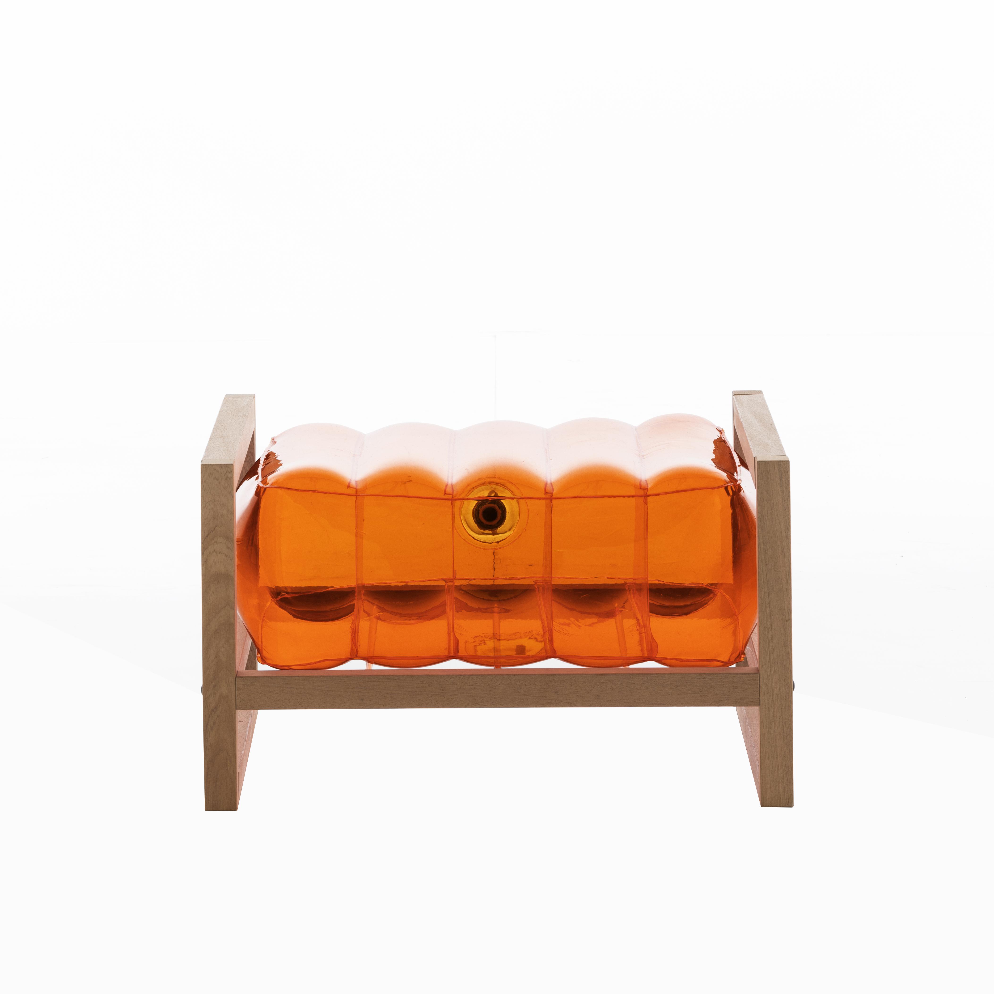 Pouf pvc orange cadre en bois