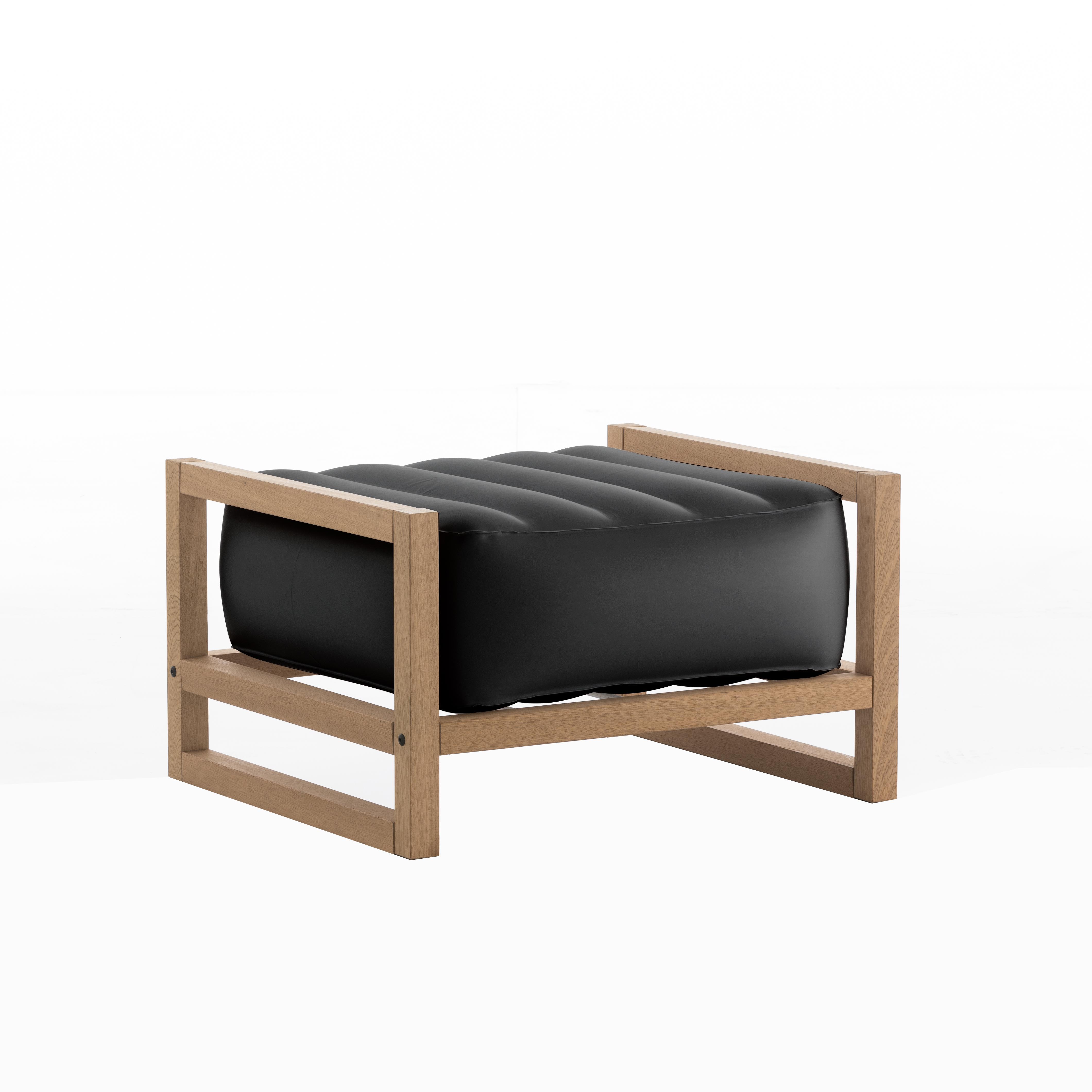 Pouf noir opaque cadre en bois
