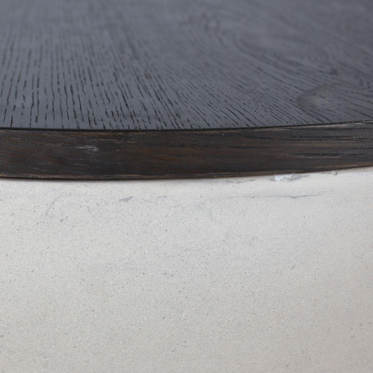 Table basse ronde en béton et chêne plaqué