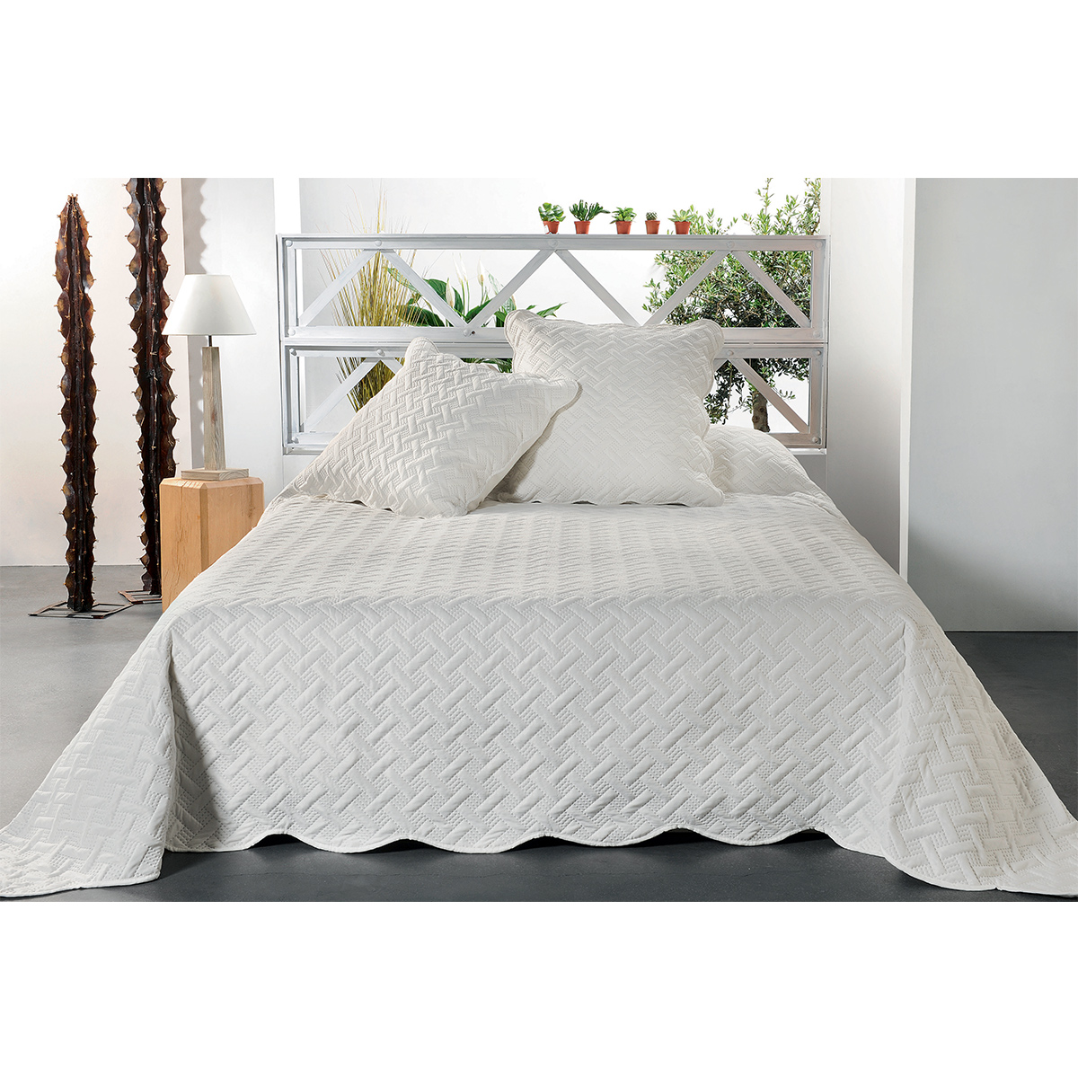 Jeté de lit aux formes géométriques surpiquées polyester ecru 250x230