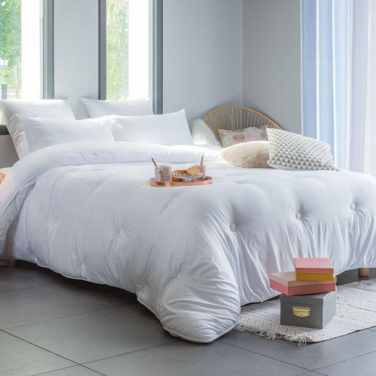 Couette synthétique en  coton blanc 140x200