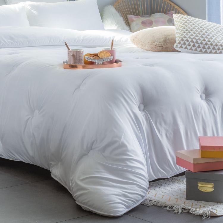 Couette synthétique en polyester blanc 260x240