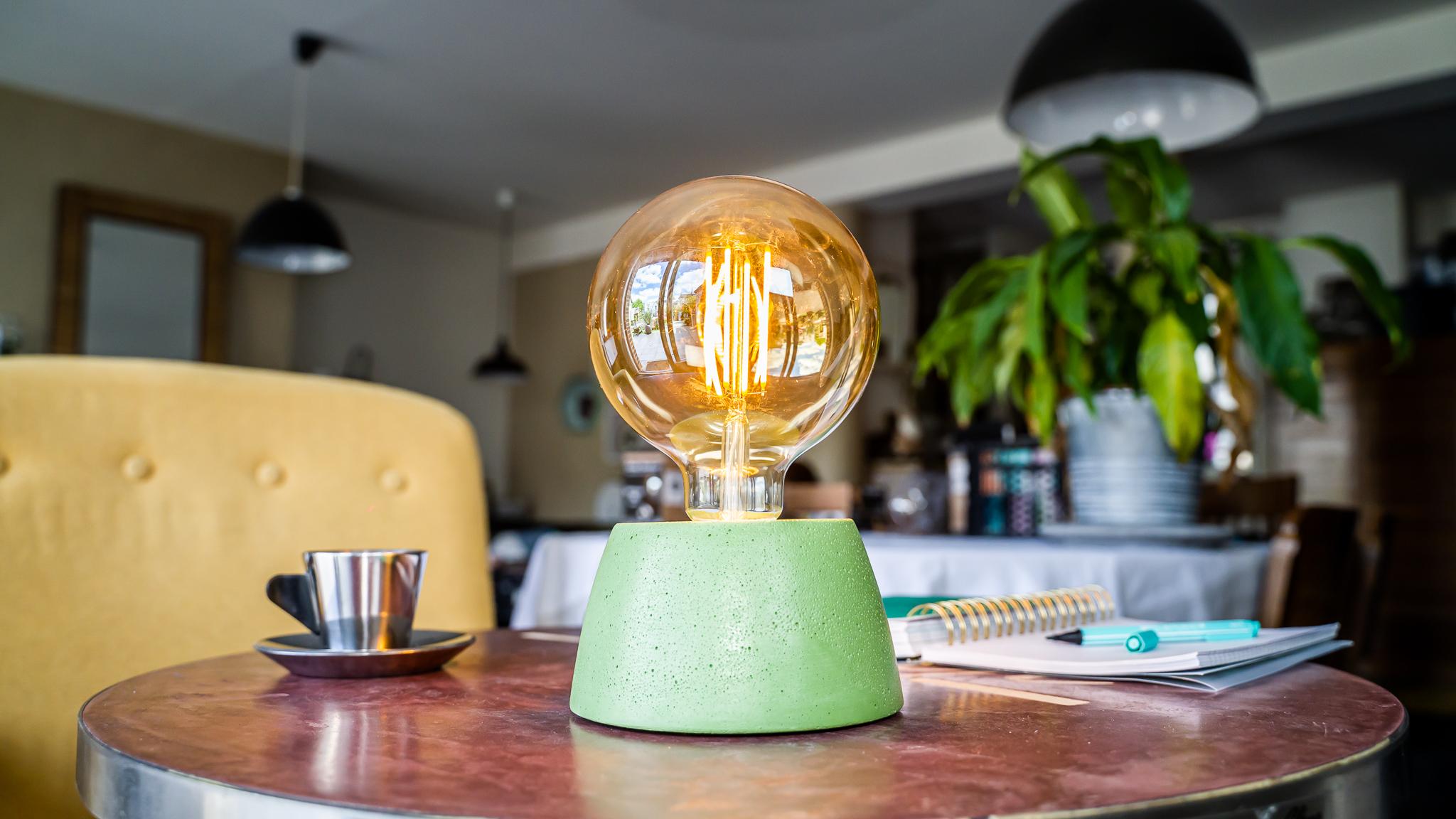 Lampe dôme en béton vert fabrication artisanale