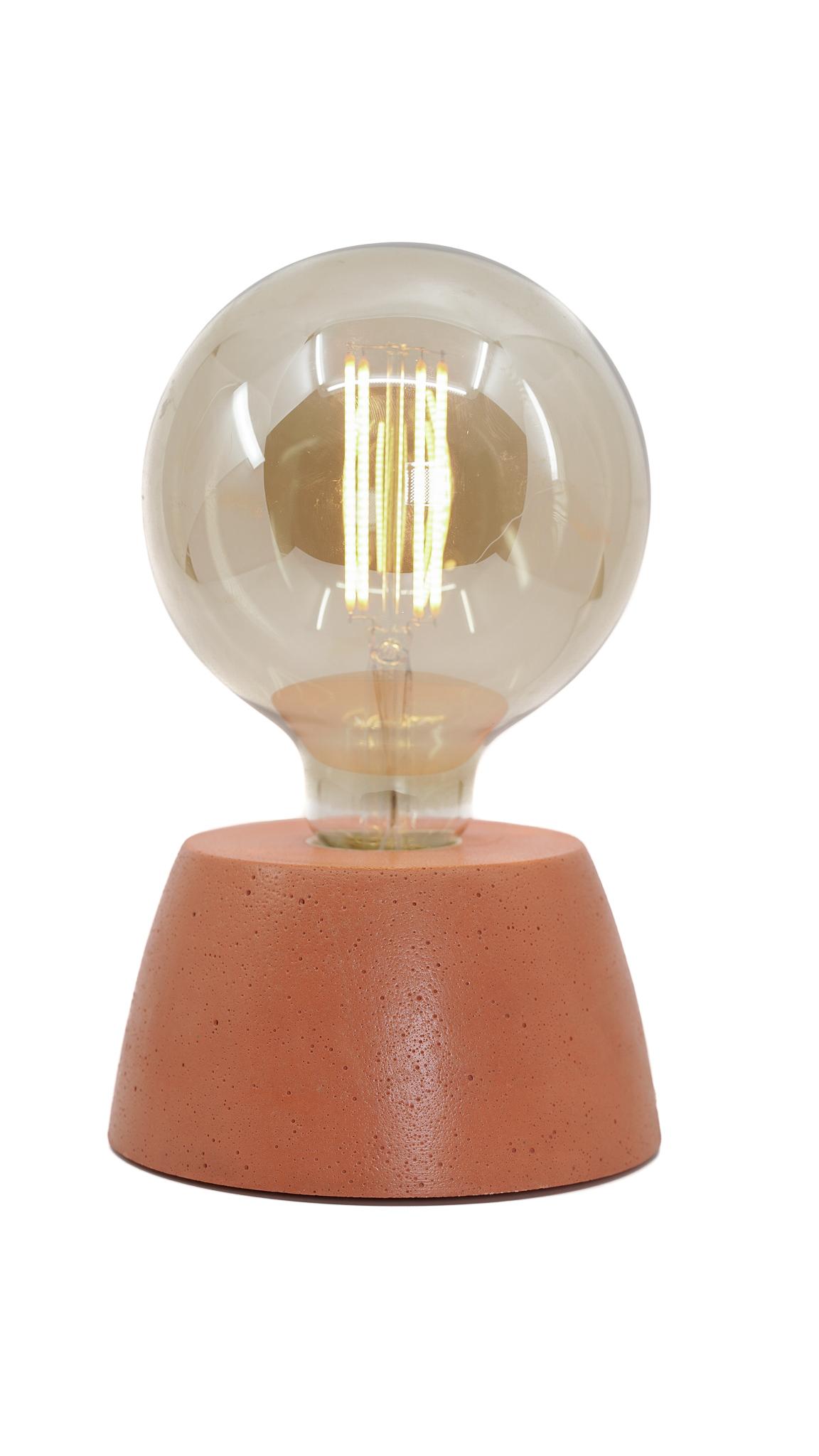 Lampe dôme en béton orange fabrication artisanale