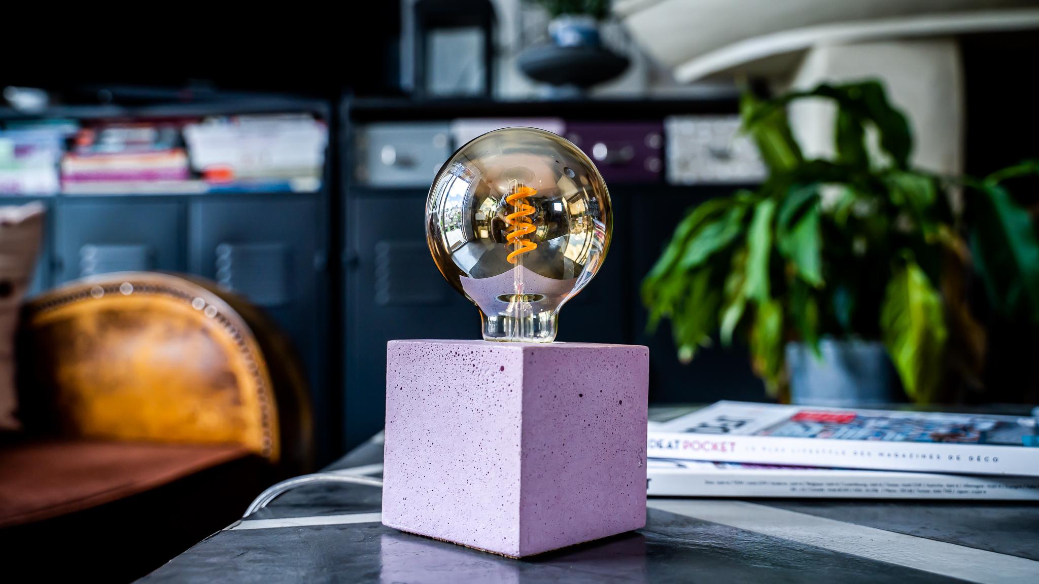 Lampe cube en béton rose pastel fabrication artisanale