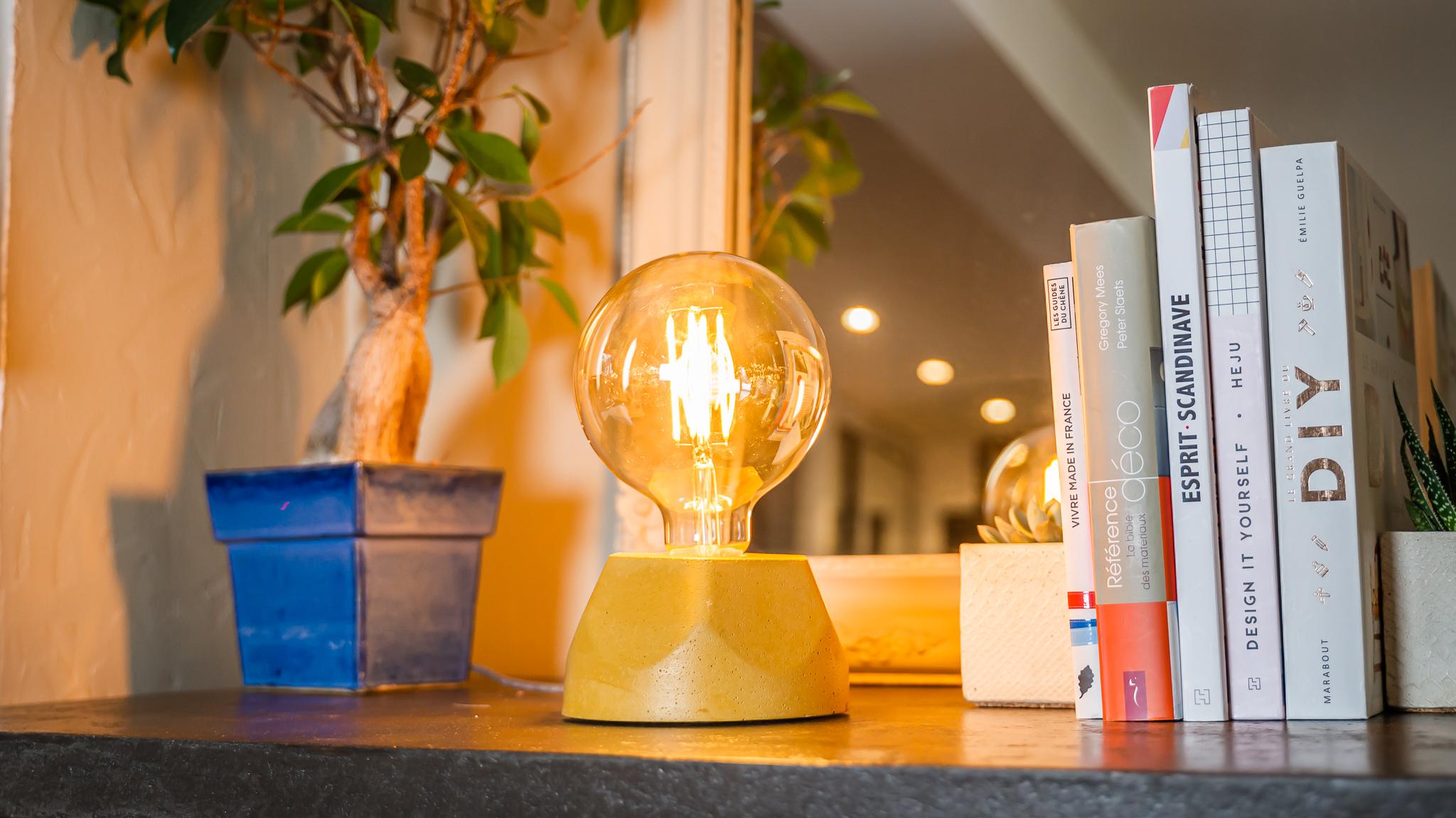 Lampe hexagone en béton jaune fabrication artisanale