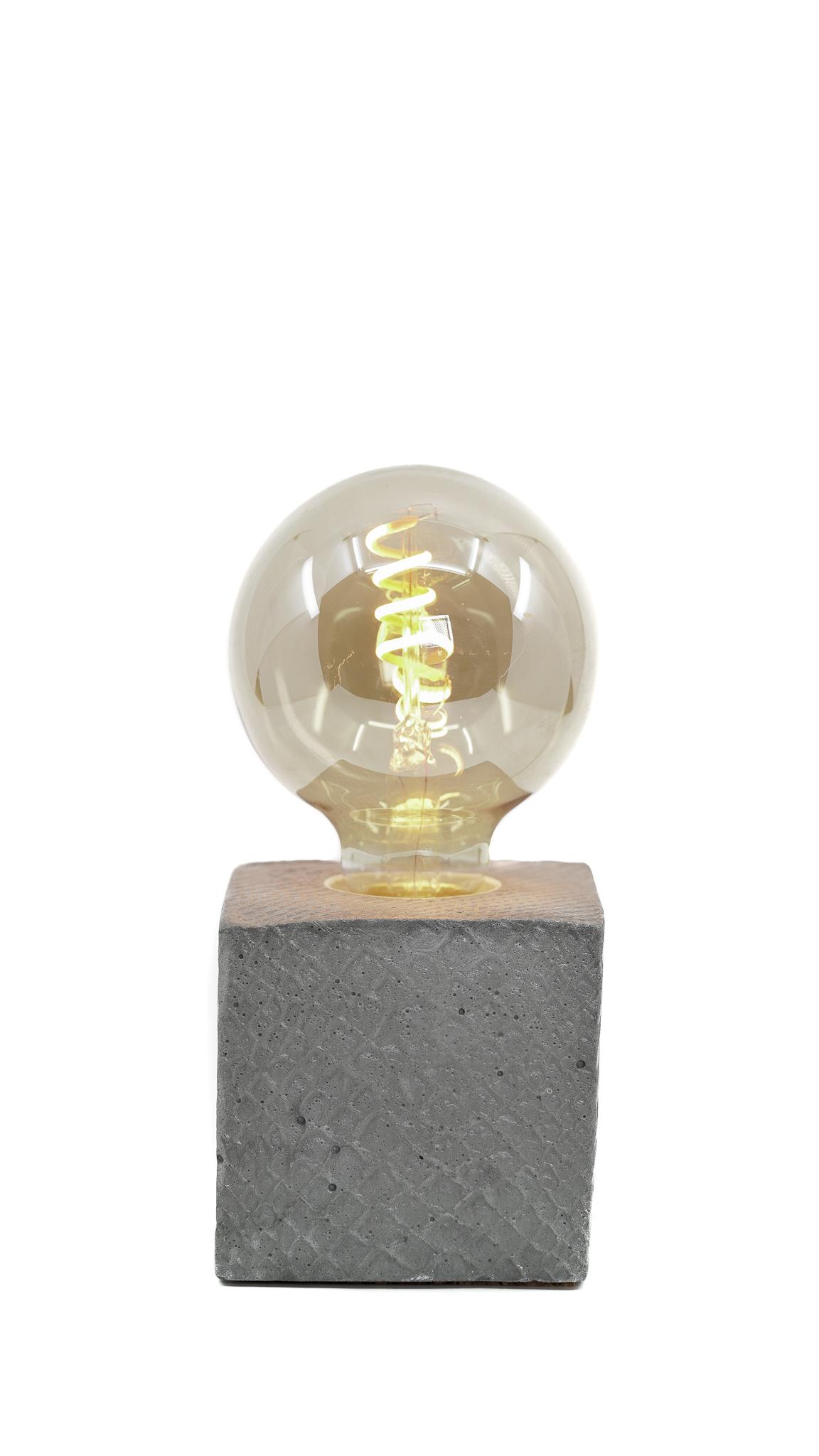 Lampe à poser en béton gris fabrication artisanale croco