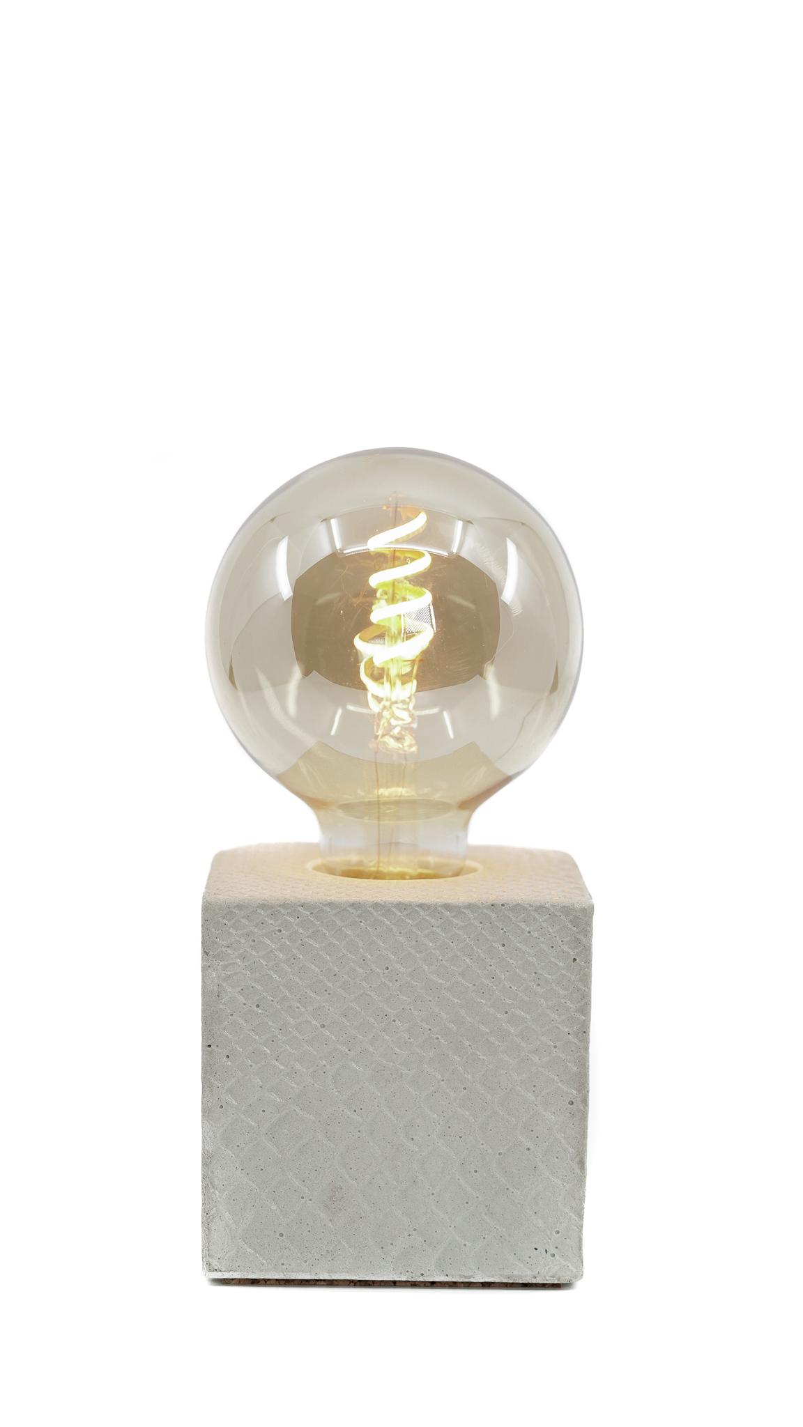 Lampe à poser en béton beige fabrication artisanale croco