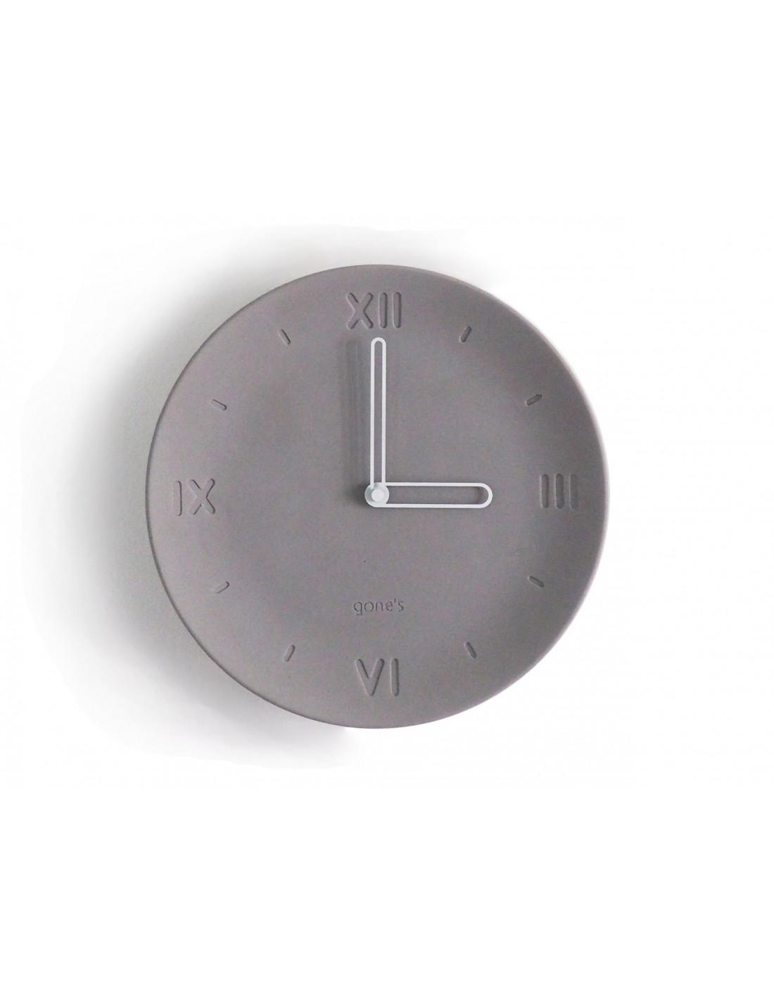 Horloge en béton aiguilles blanches