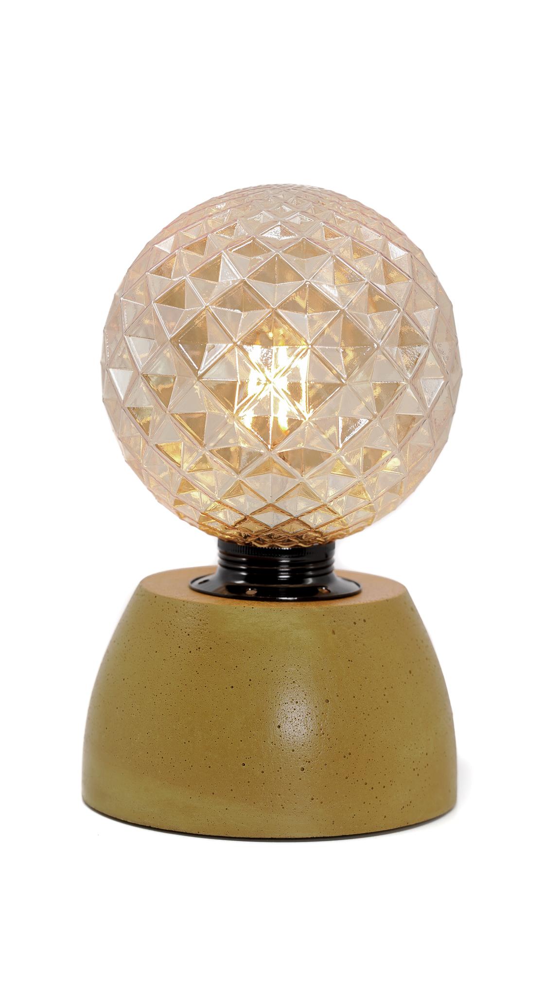 Lampe dôme diamant béton jaune fabrication artisanale