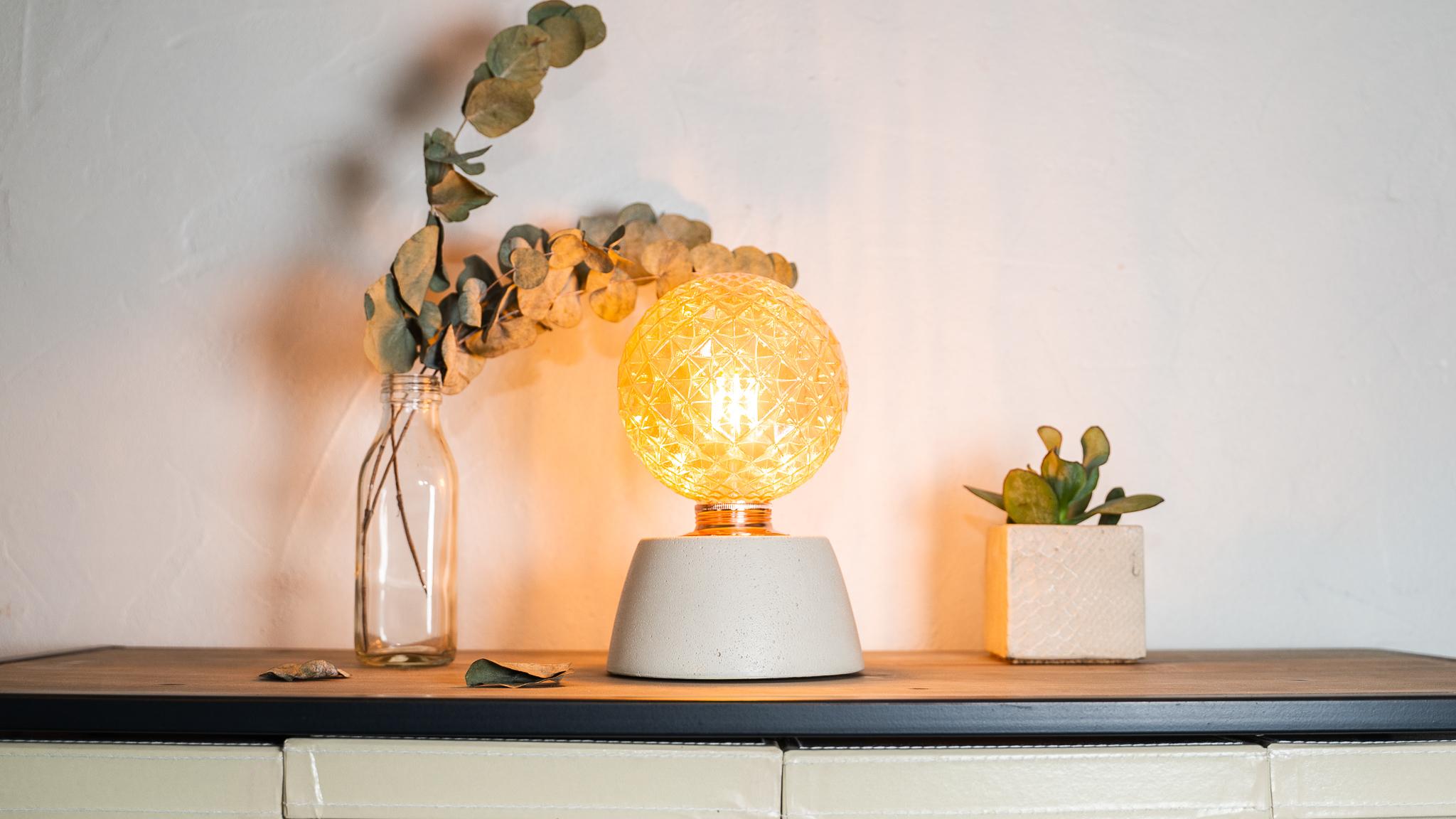 Lampe dôme diamant béton beige fabrication artisanale