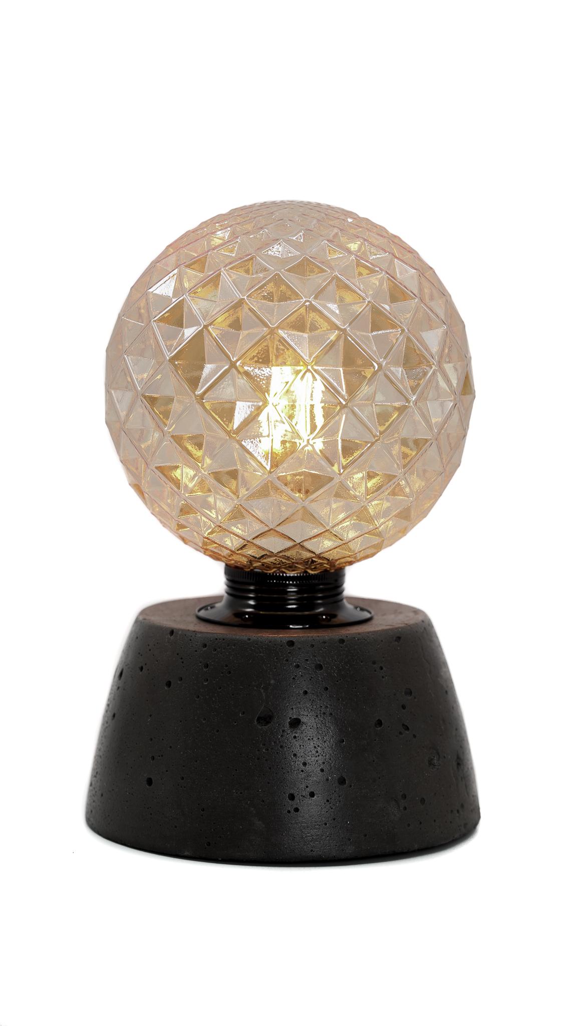 Lampe dôme diamant béton anthracite fabrication artisanale