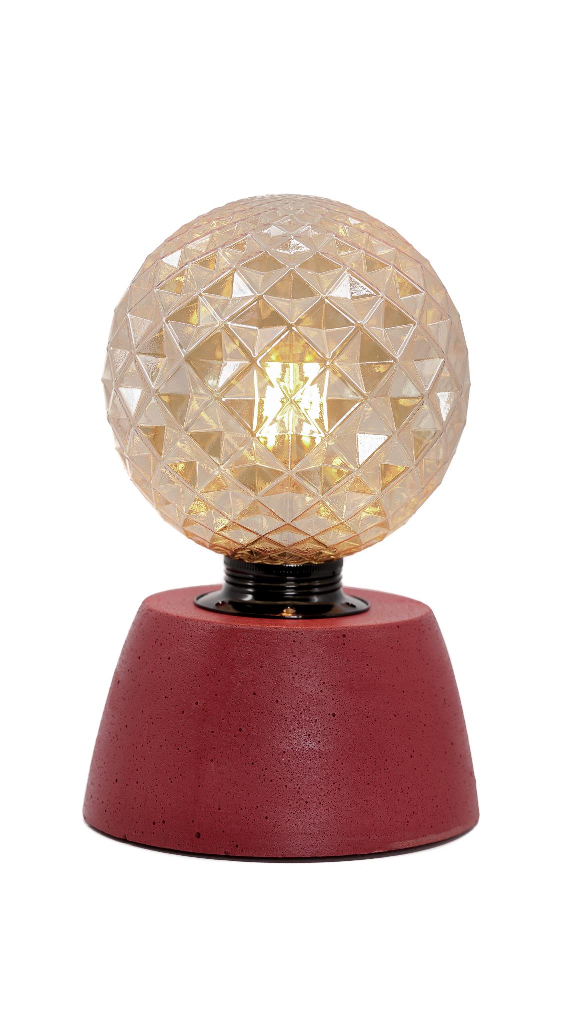 Lampe dôme diamant béton rouge fabrication artisanale