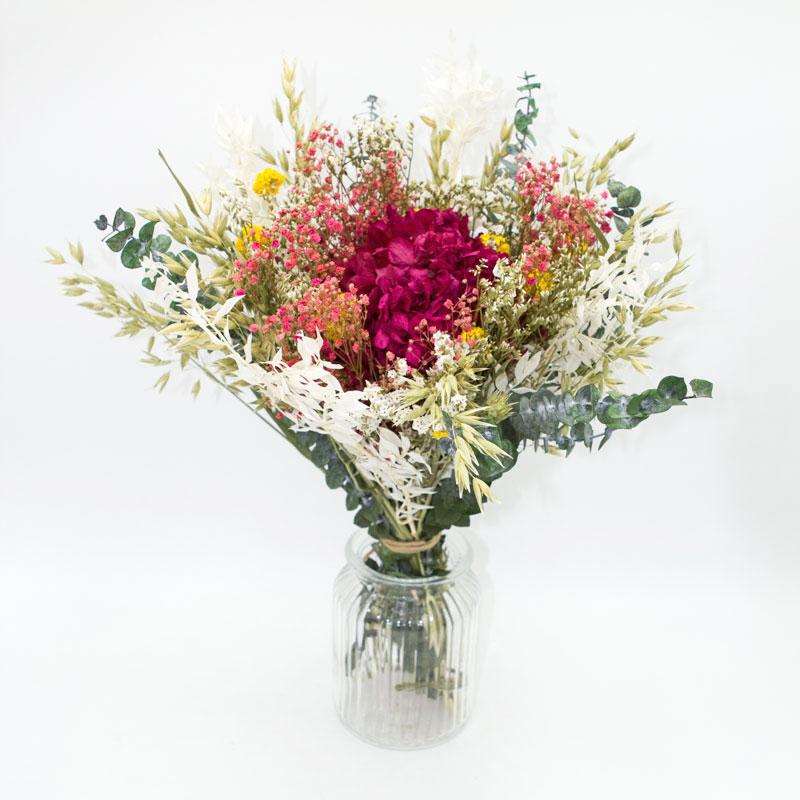 Bouquet de fleurs séchées à base d'hortensia rose