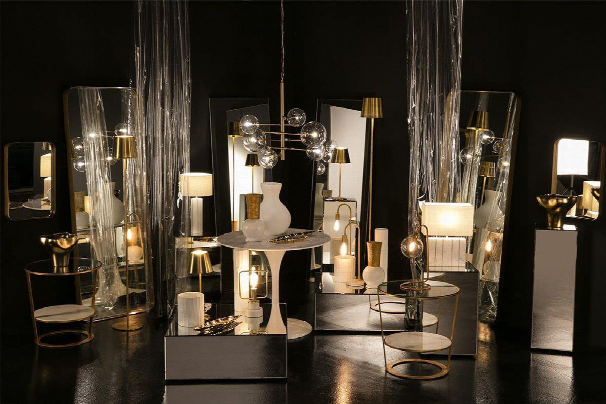 Lampe de Table en métal doré 13 x 13 x 39