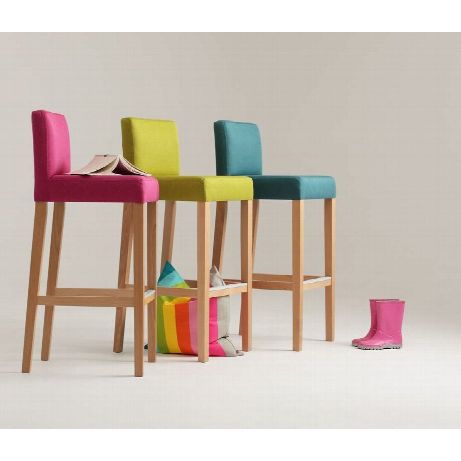 Chaise de bar tissu rembourrée rose pieds bois massif clair