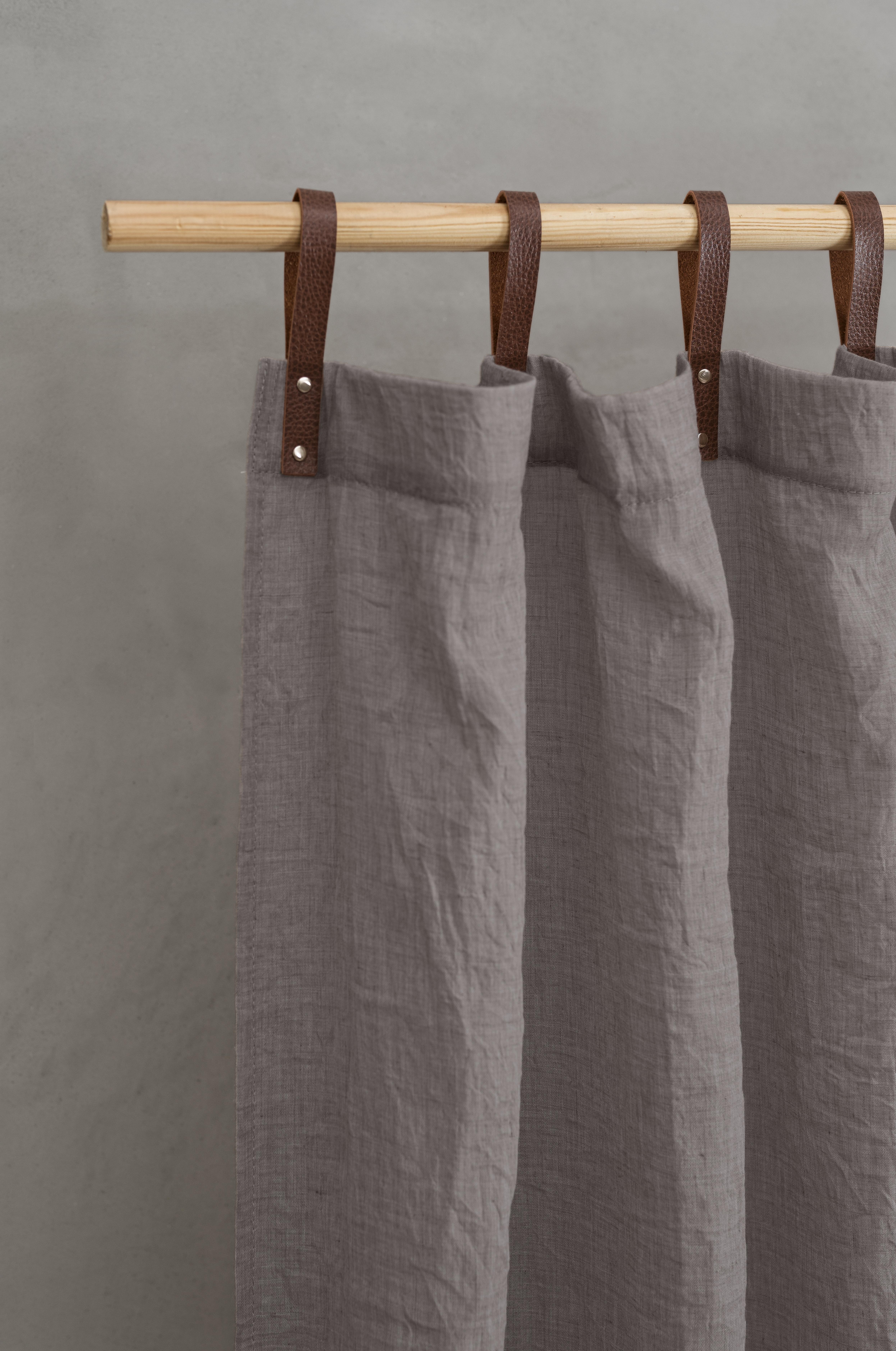 Panneau voilage finition pattes aspect cuir gris foncé 245 x 135