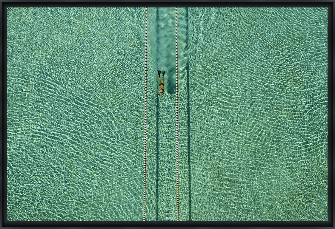 SWIMMER - Photo encadrée de Hossein Nikzad Amoli 60x40 cm